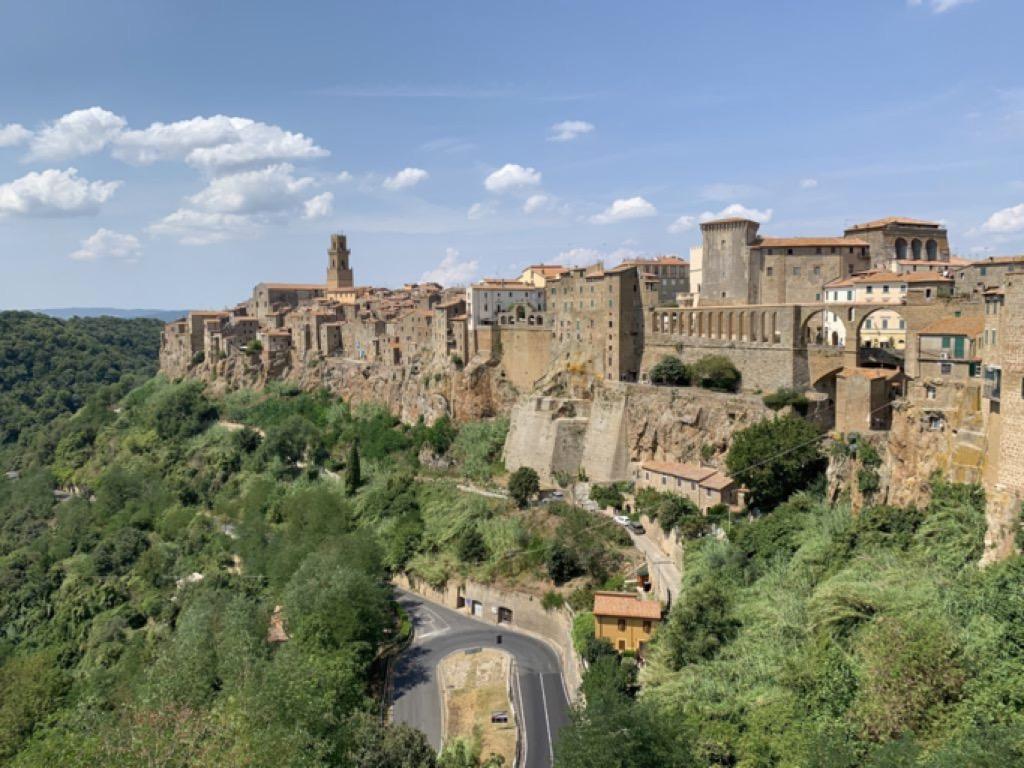 La splendida veduta di Pitigliano, una delle tappe del viaggio on the road in Toscana