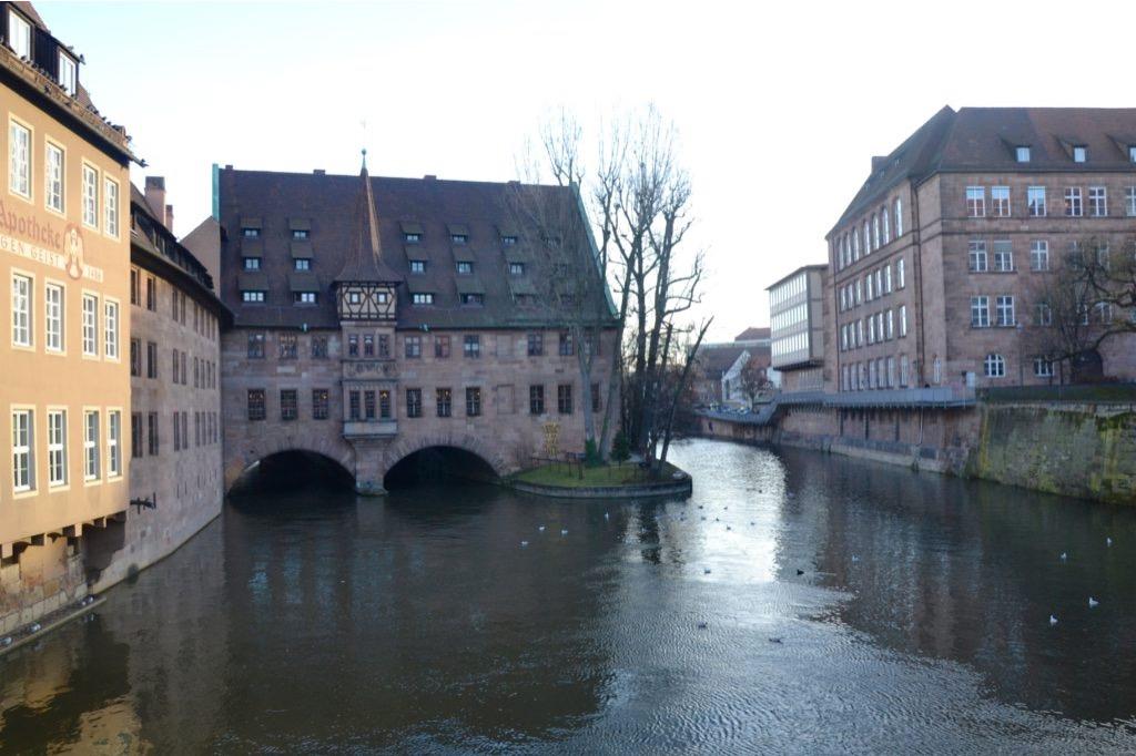 Baviera: edificio sul fiume a Norimberga