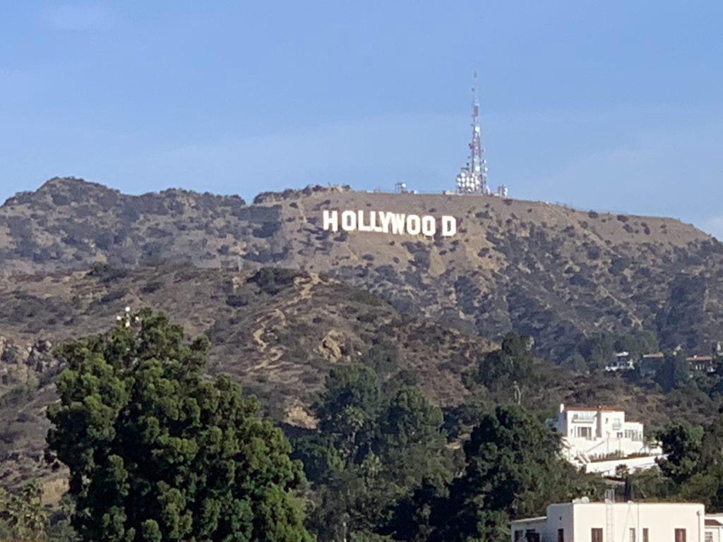 La collina di Hollywood in una giornata di cielo sereno