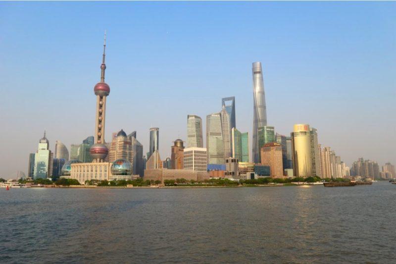 Skyline di Shanghai di fronte al fiume